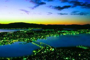 Oversiktsbilde-Tromsø-lys-i-mørket