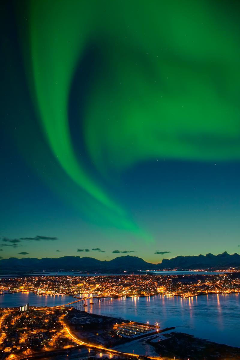 Nordlys-over-Tromso-Troms-Nord-Norge-005495-hm.jpg