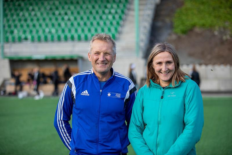 project leader Svein Arne Pettersen together with Unn Sørum on a football field